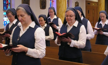 sisters-praying
